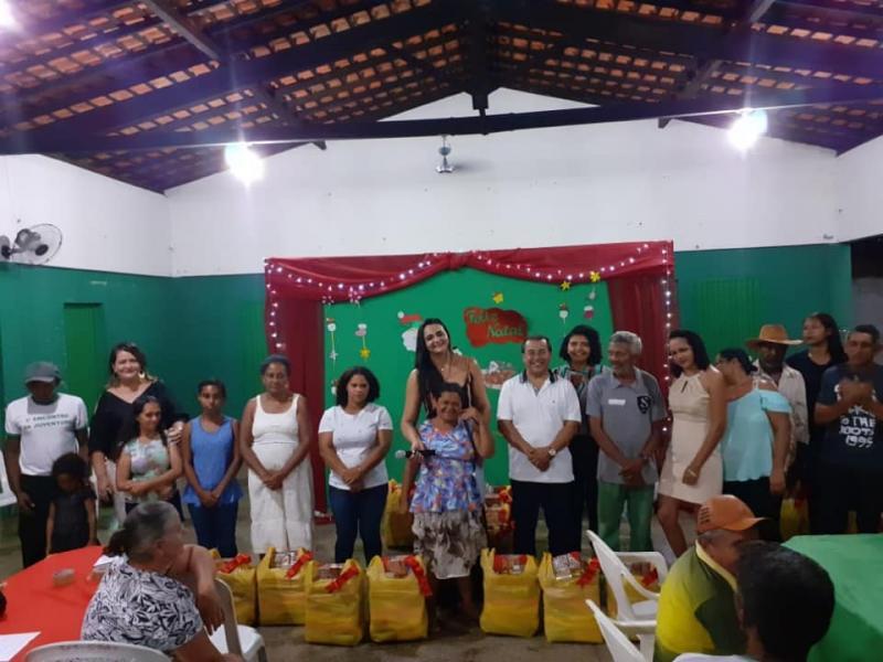 Prefeito Jonas Moura participa da confraternização do programa Pão Na Mesa