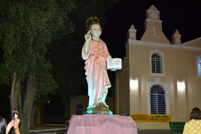 Monsenhor Gil recebe imagem do 'Menino Deus' em virtude dos 56 anos