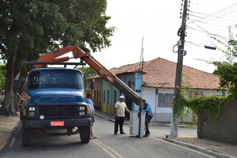 Monsenhor Gil | Prefeitura realiza troca e conserto das luminárias das ruas