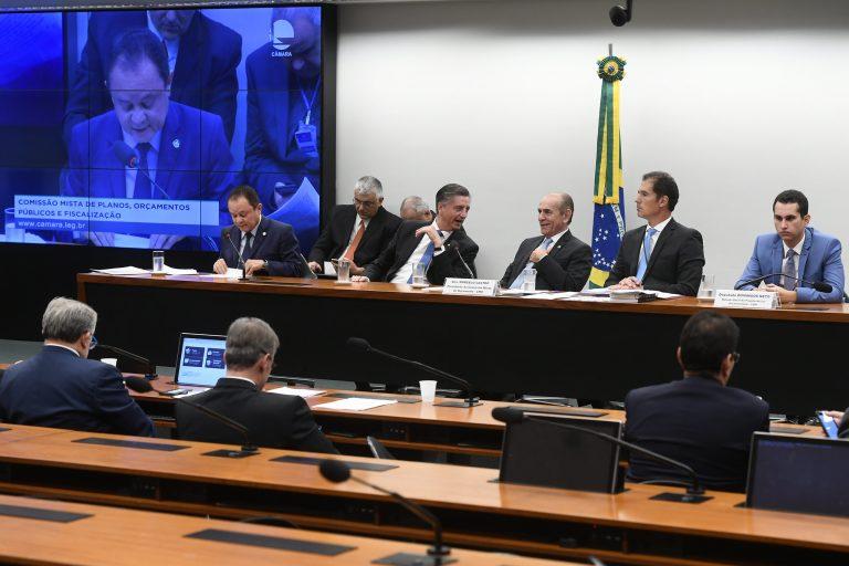CMO aprova parecer preliminar do Orçamento com R$ 3,8 bilhões para campanha