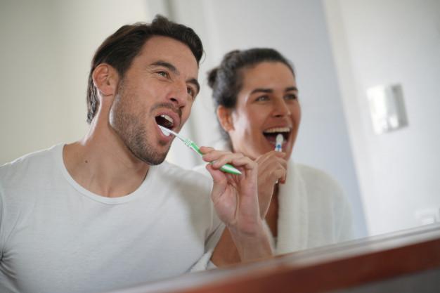 Quantas vezes por dia escova os dentes? Atenção à saúde do seu coração