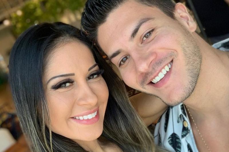 Mulher de Arthur Aguiar, Mayra Cardi é casada com outro homem