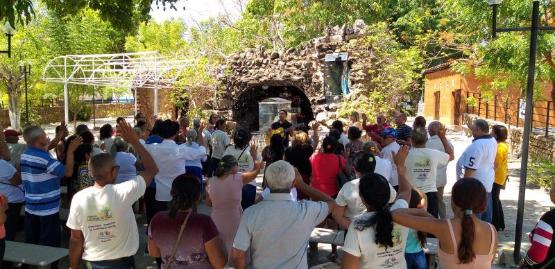 Prefeitura  de Lagoinha realiza passeio com idosos do grupo renascer