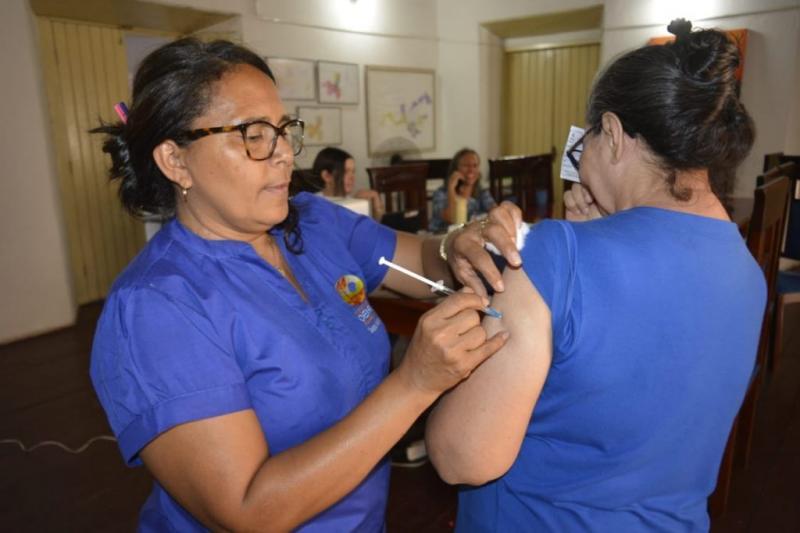 Oeiras | Programa de Saúde do Trabalhador realiza imunização de servidores