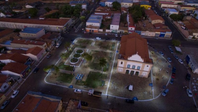 Oeiras | Prefeito entrega obra de requalificação de dois ambientes públicos