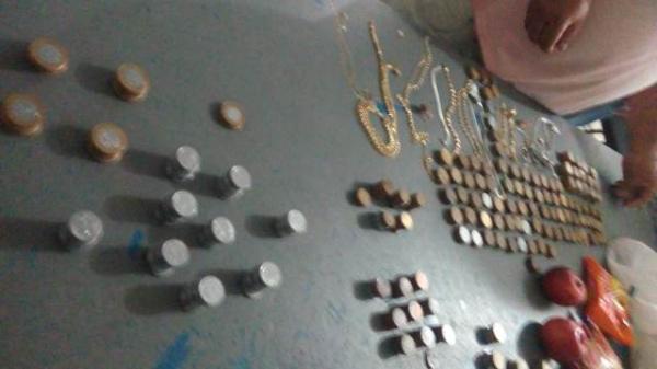 Força Tática apreende moedas e joias supostamente roubadas