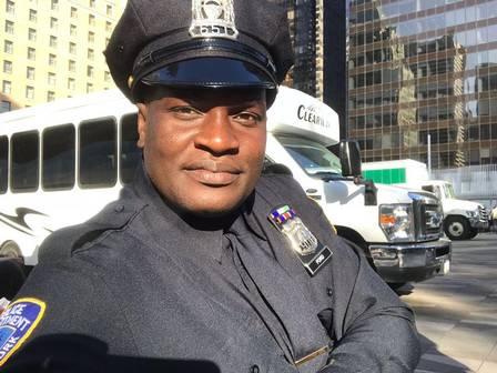 Jacaré, ex-dançarino do É o Tchan, aparece vestido de policial no Canadá
