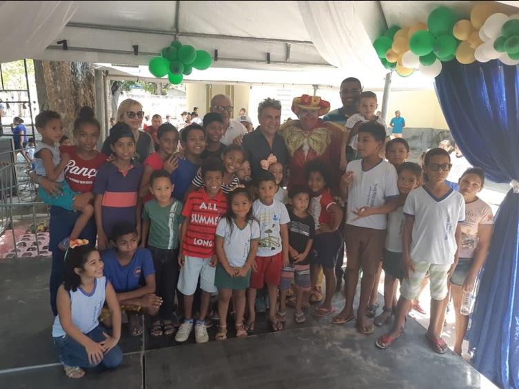 Monsenhor Gil | Prefeito faz distribuição de brinquedos para as crianças