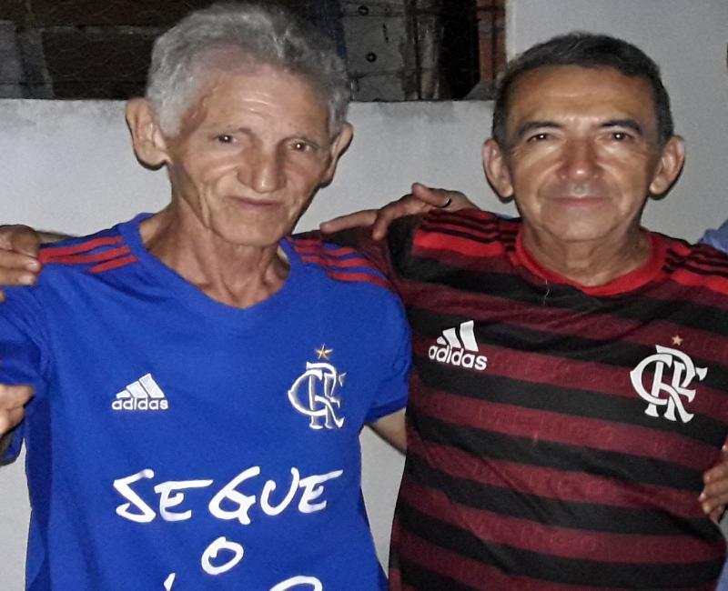 DEL Torcedor apaixonado faz churrasco para comemorar conquistas do Flamengo
