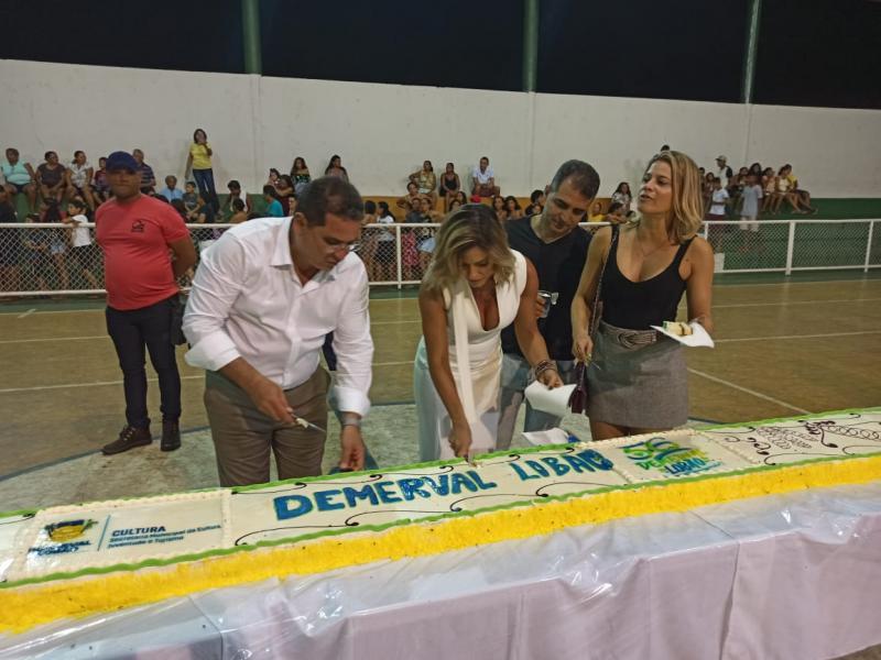 Demerval Lobão | Aniversário de 56 anos teve corte do bolo e shows musicais