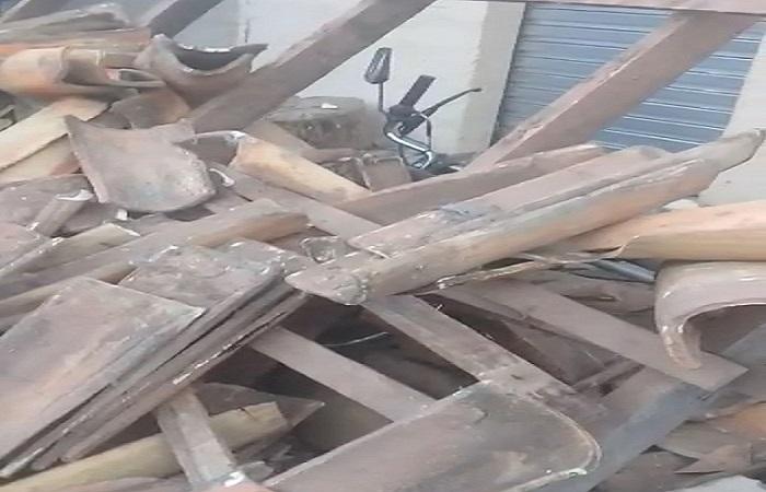 Terraço de casa desaba e atinge veículos no Piauí