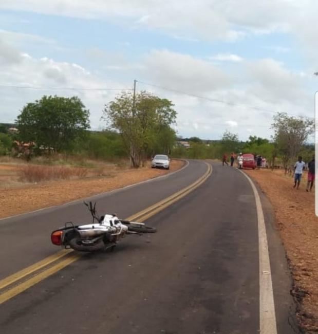 Colisão frontal entre moto e carro deixa um morto na BR 135