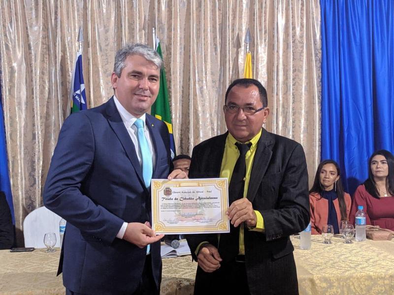 Vereador Maurício Bezerra recebe título de cidadão arraialense