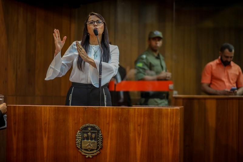 Deputada chama Wellington Dias de 'ditador' e 'homem sem palavra'