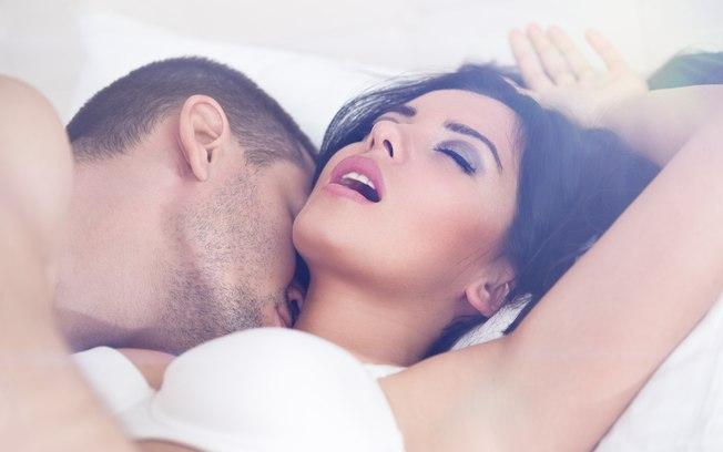 Quatro orgasmos que toda mulher deveria ter e as posições para chegar lá
