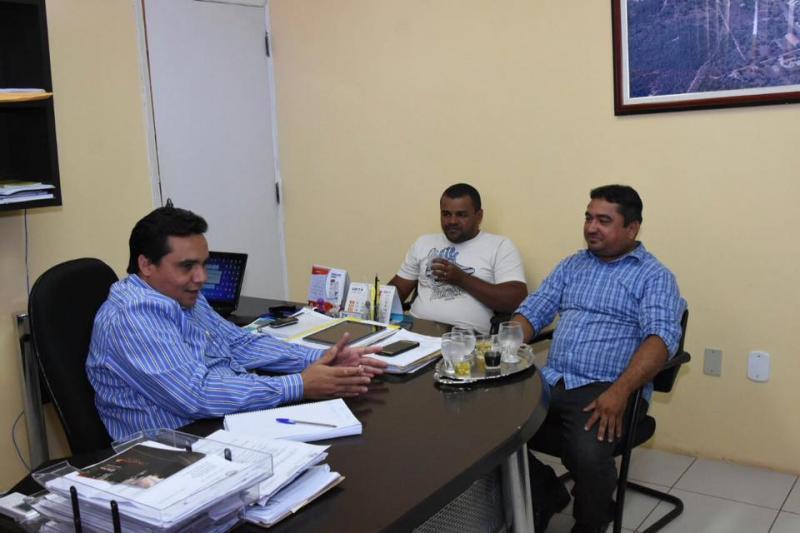 Secretário de Governo recebe representantes do Sindicato dos Servidores Públicos Municipais
