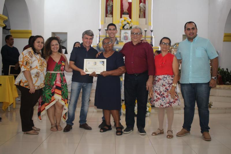 Monsenhor Gil | Prefeito faz homenagens de Honra ao Mérito durante missa