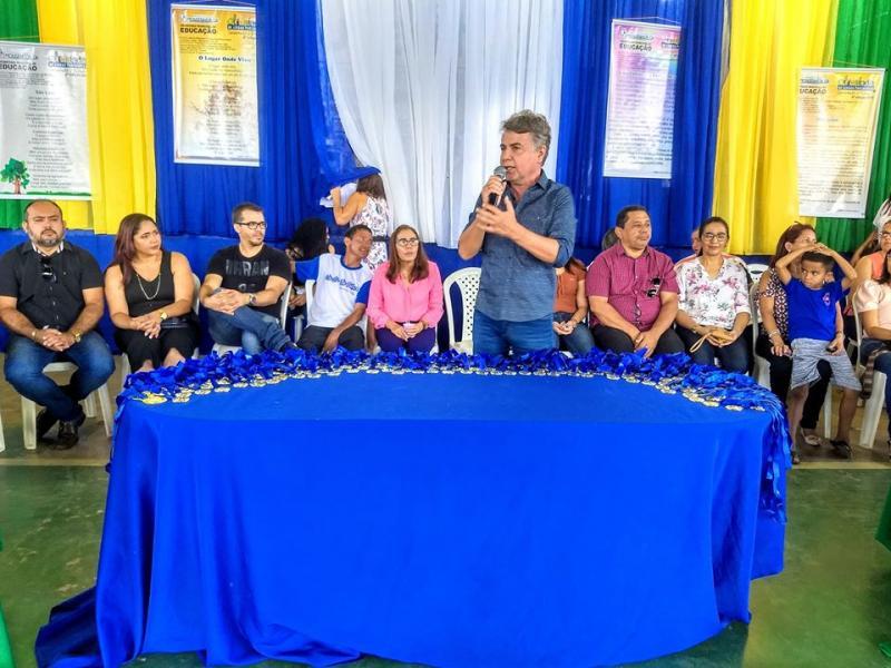 Monsenhor Gil | Prefeito realiza festa de premiação para os alunos campeões
