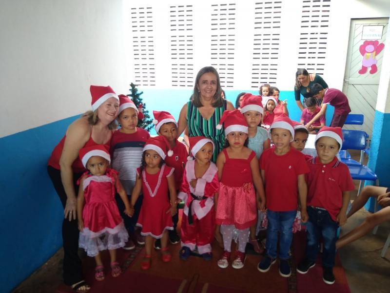 Escola da Serra dos Pinheiros realiza confraternização natalina