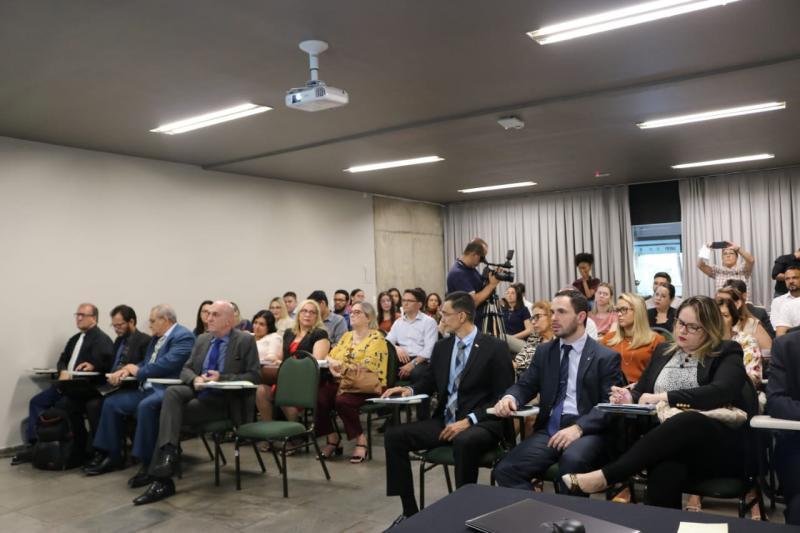 Comissão de Direito Registral e Notarial prestigia o lançamento da CERIPI