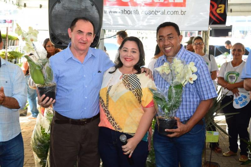 Prefeitura abre IV Festival de Flores de Holambra em Floriano