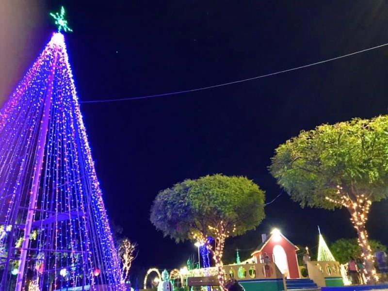 Prefeitura de Porto-PI realiza decoração natalina no município