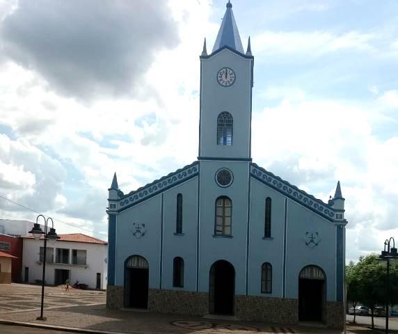 Ladra furta bolsa de professora dentro da igreja em José de Freitas.