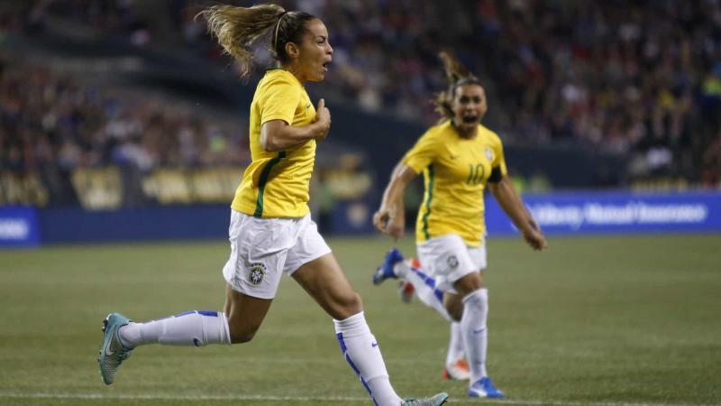 Seleção brasileira feminina volta ao top 10 de ranking da Fifa