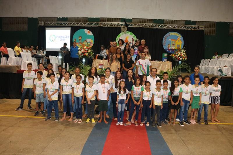 Água Branca | Prefeitura premia estudantes que se destacaram nas olimpíadas