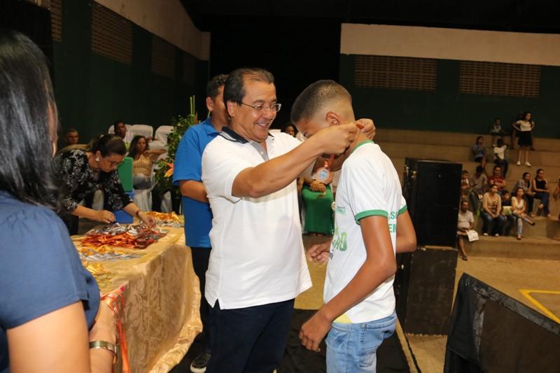 Prefeitura de Água Branca premia estudantes que se destacaram nas olimpíada