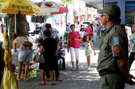 Mais de 150 policiais reforçam a segurança no centro de Teresina