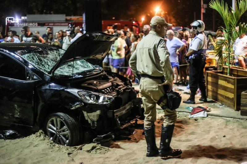 Motorista atropela 16 pedestres e mata bebê de oito meses
