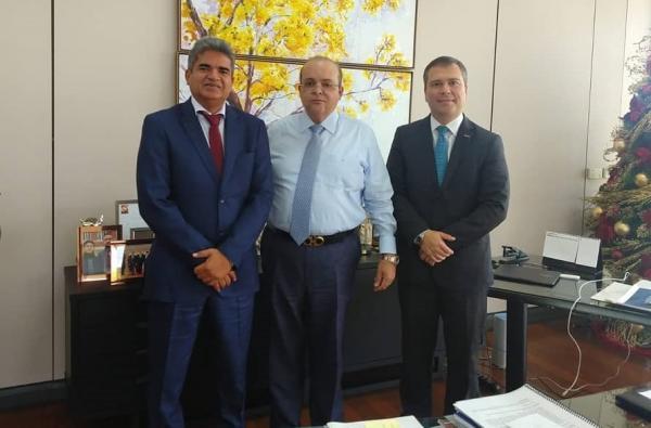 Prefeito Murilo viabiliza implantar unidade do BRB em Corrente