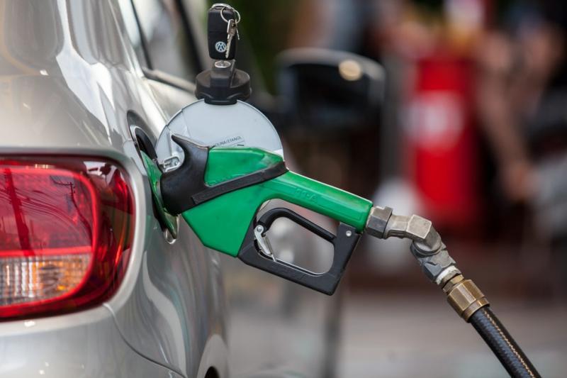 Postos suspeitos de adulteração de combustíveis são interditados