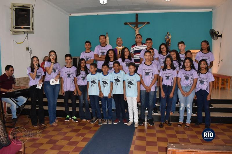 Pe. Eduardo preside Missa em ação de graças pelos formandos da EMCL