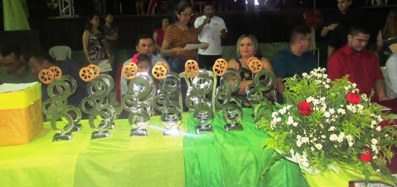 Várias pessoas são homenageadas com troféu Babaçu de ouro/Banco dos Cocais