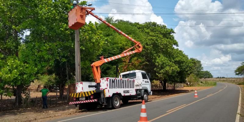 Prefeitura melhora iluminação pública de Água Branca