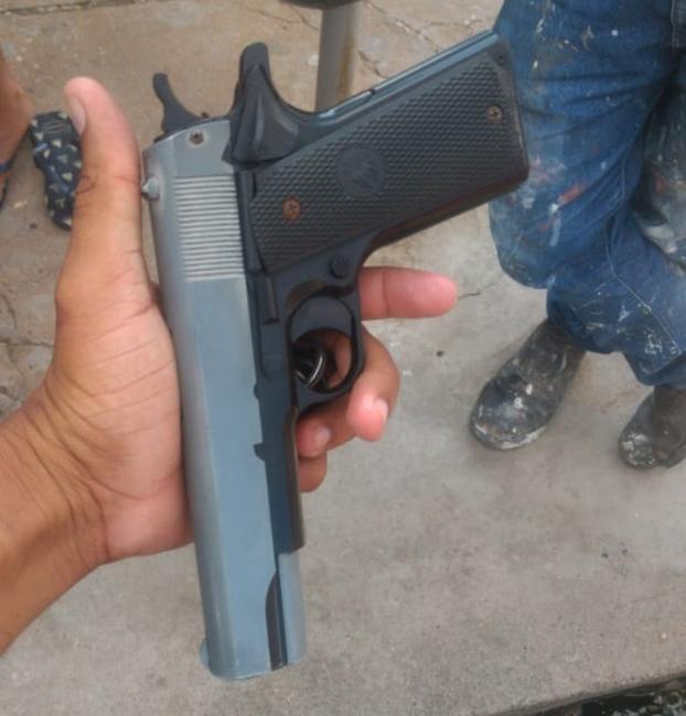 Homem é detido ao tentar realizar assalto com arma de brinquedo