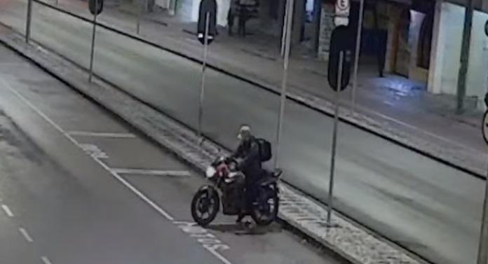 Após furtar motocicleta, bandido liga e pede resgate para vítima