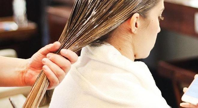 Alisar o cabelo pode custar a vida. Conheça os riscos do formol