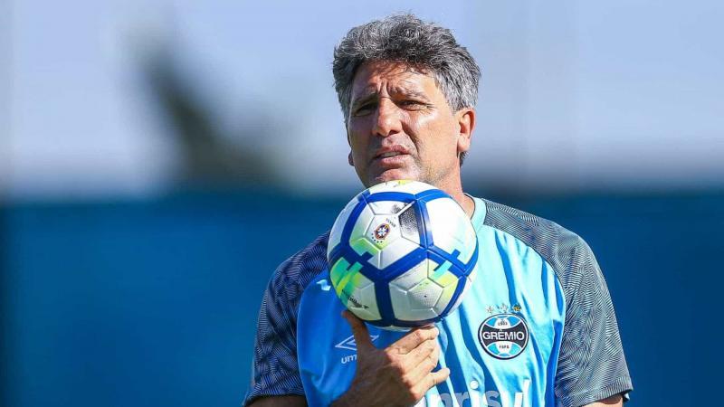 Grêmio anuncia renovação de contrato com Renato Gaúcho