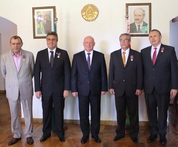 Embaixador Aleksander Tserkovsk homenageia Cônsules Honorários