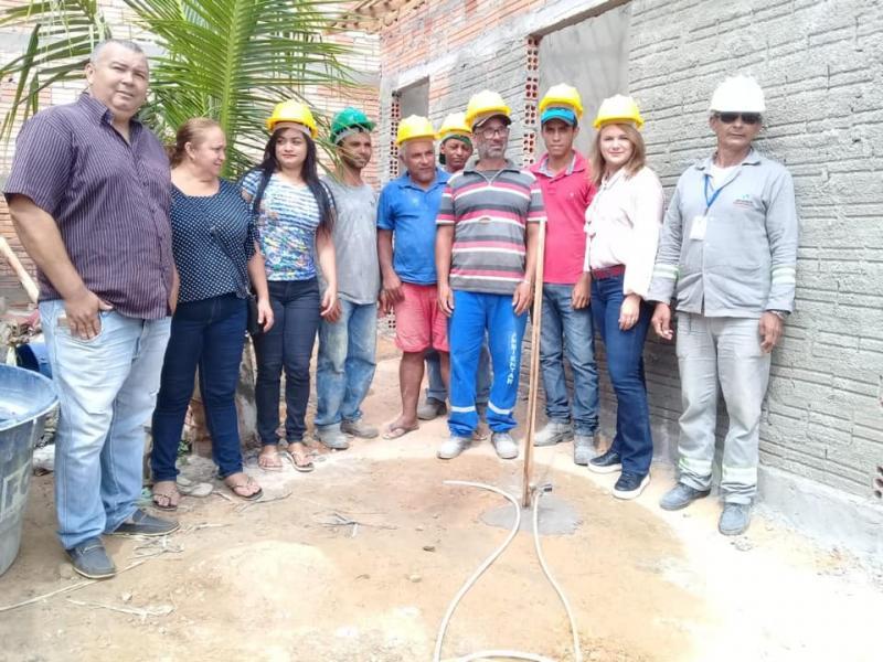 Família que vivia sob lona ganha residência nova em Uruçuí