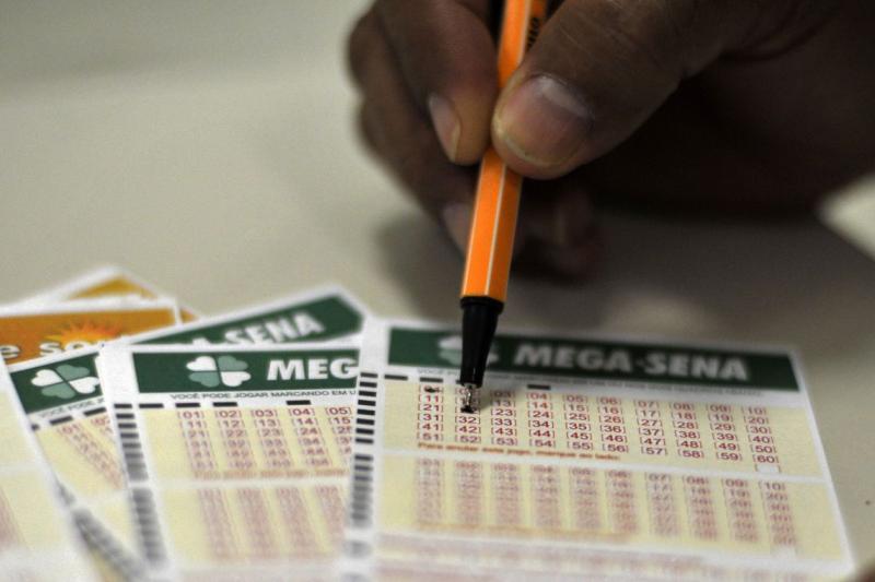Mega-Sena acumula e deve pagar R$ 300 milhões no dia 31
