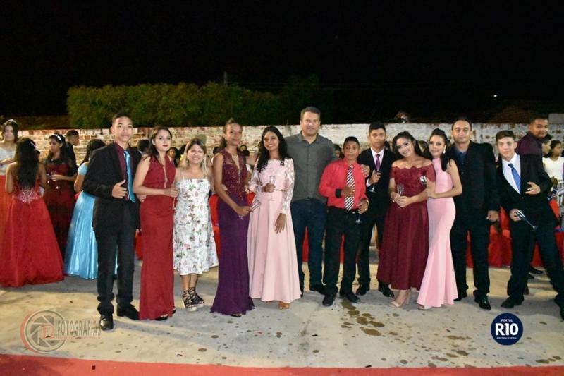 Formandos do 5° e 9° ano da EMCL ( Foto: RF Fotografias)