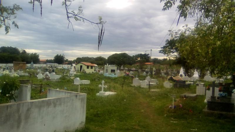 Prefeitura Municipal instala rede de iluminação no cemitério Campo Santo