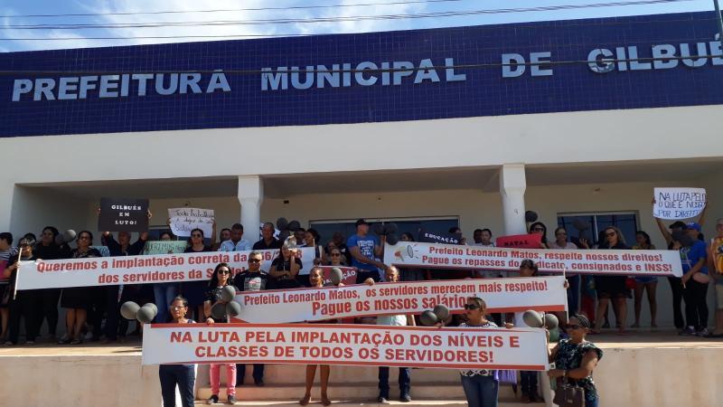 Servidores municipais de Gilbués protestam por atraso no pagamento