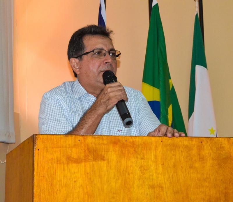 Prefeito Genival Bezerra (PT).