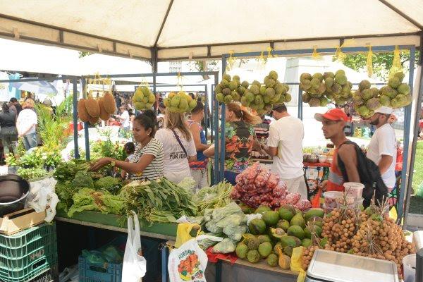 Comércio na feirinha São Luís é aquecido com pré-carnaval