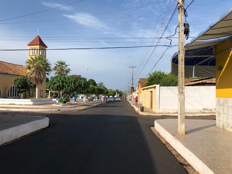 Asfaltamento chega até o centro de Brasileira